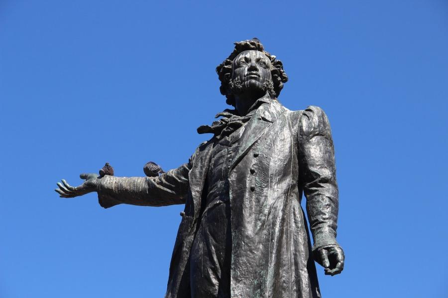 Statue d'Alexandre Pouchkine - Biographie - Les Petites Analyses